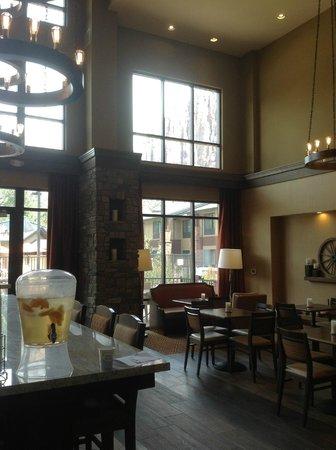 Hampton Inn & Suites Springdale Zion National Park : Lovely breakfast/dining area