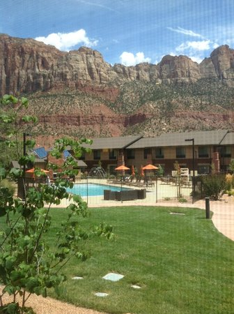 Hampton Inn & Suites Springdale Zion National Park: View from room