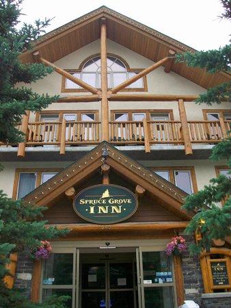 Spruce Grove Inn: facade