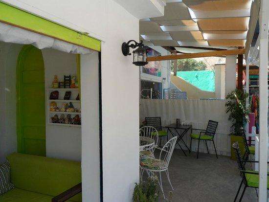 Marianna Hotel : Demi`s cafe