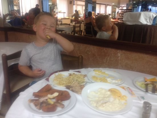H·TOP Palm Beach & SPA: Unlimited food for the kids