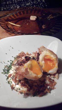 huevos con cáscara en bar Antojo