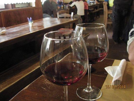 Osteria La Montanara: calici di vino