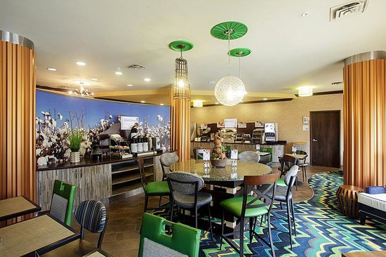 Holiday Inn Express: Breakfast Sitting Area