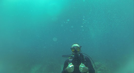 Asia Divers: Blowing bubble rings