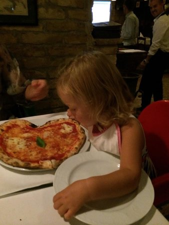 Pomo D'Oro : Un'ottima pizza Margherita a forma di cuore