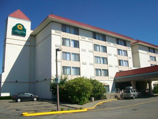 La Quinta Inn Lynnwood: Facade