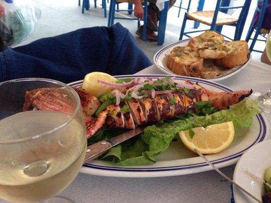 Taverna Sirtaki: The best grilled calamari .... Yummy