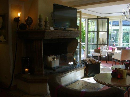Staudacherhof: Lounge mit Kamin