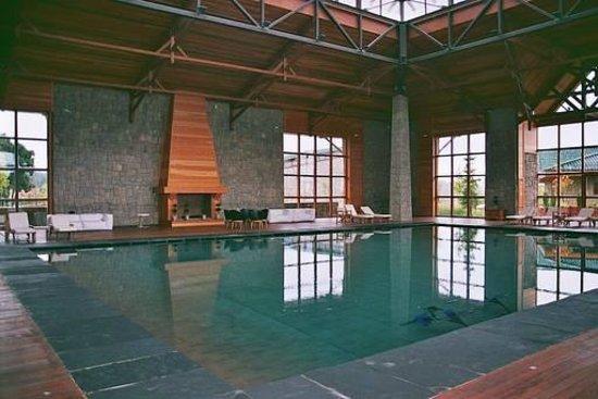 Michlifen Ifrane Suites & Spa: Piscina interior