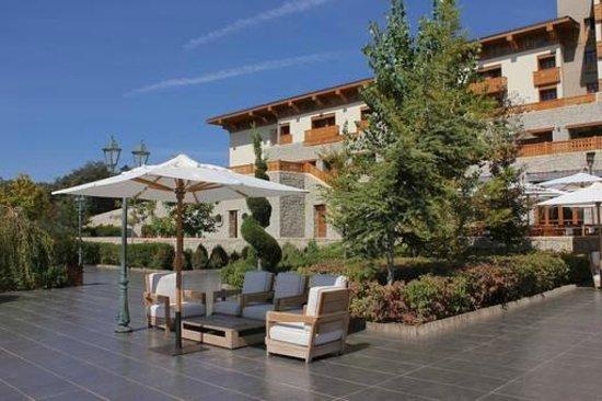 Michlifen Ifrane Suites & Spa : Jardines