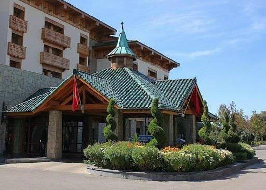 Michlifen Ifrane Suites & Spa: Hall entrada