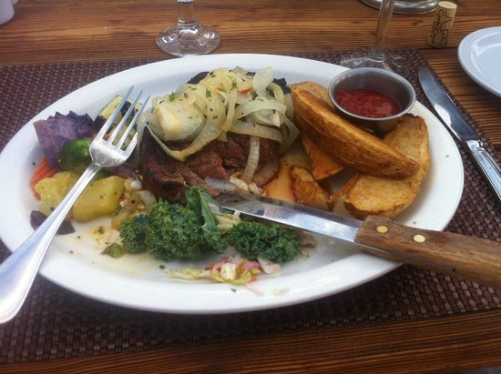 Red Cliffs Lodge : Food