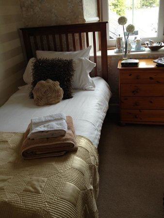 Rowan Tree Country Hotel: Small but tasteful and comfortable single room
