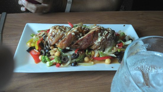 Platos Restaurant & Bar : Stuffed chicken breast with salad
