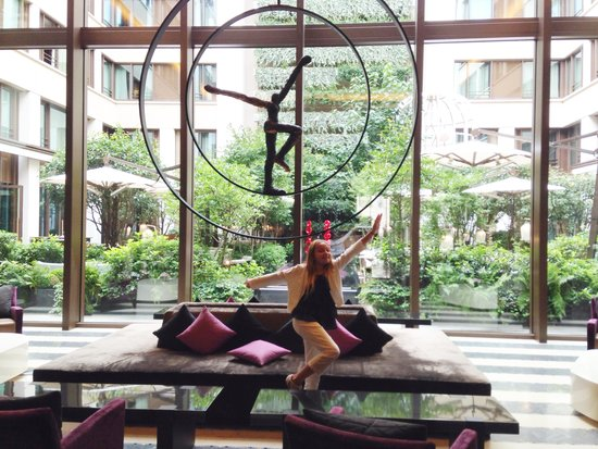 Mandarin Oriental, Paris: The lobby overlooking the courtyard