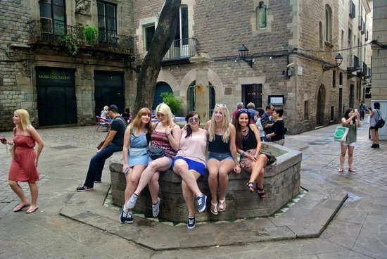Travel Bound Barcelona Free Walking Tours: Me and the girls enjoying the tour!