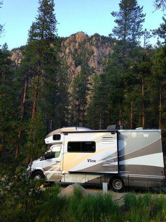 Lottis Creek Campground : Granite cliff above campground