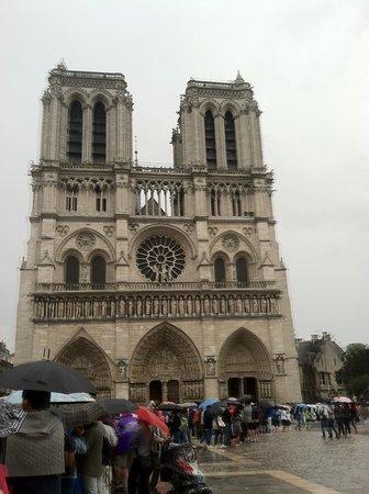 Notre-Dame de Paris: In line