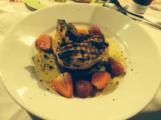 Tessin Grotto : Sehr fein!!! Erdbeeren, schwarzer pfeffer, polenta und poulet...!!!! Göttlich....