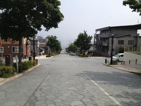 Hachimanzaka: 八幡坂