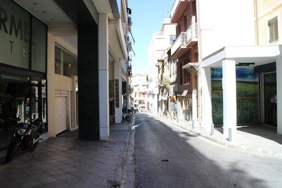 Hermes Hotel: Rua em frente ao hotel