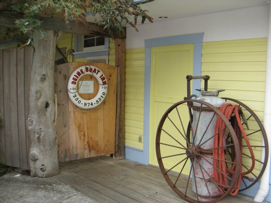 The Seine Boat Inn : Front entrance
