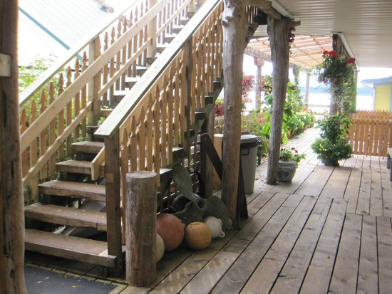 The Seine Boat Inn : Going upstairs