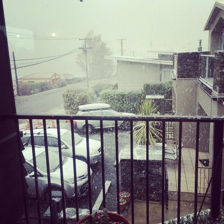 Queenstown House Boutique Bed & Breakfast & Apartments: Snowing day