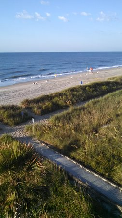 Best Western Plus Grand Strand Inn & Suites : path to beach and beach from balcony