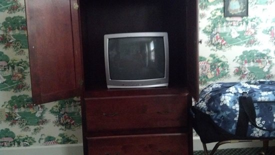 Murray Hotel: this is the tv you get for 260.00 a night and it only has 8 channels!