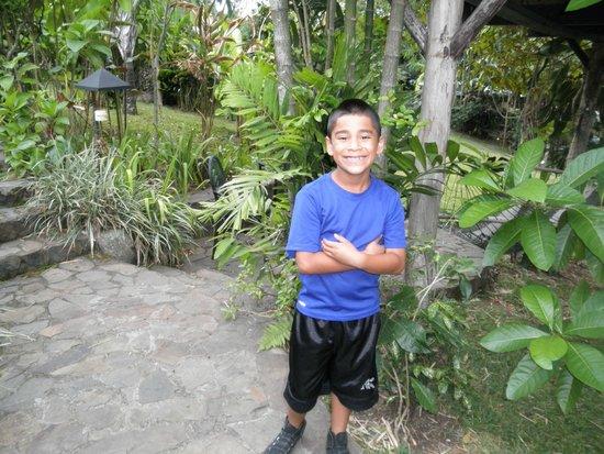 Pura Vida Hotel: In the hotel gardens