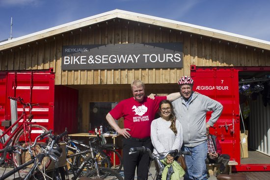 Reykjavik Bike Tours: bike tour on a beautiful clear day