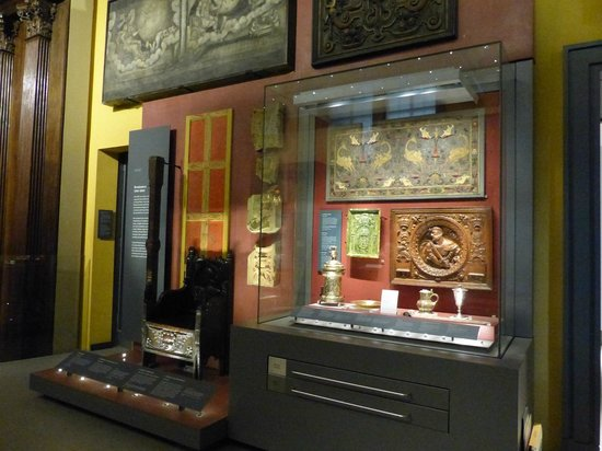 V&A  - Victoria and Albert Museum: The Great Bed of Wares - Britain Rooms