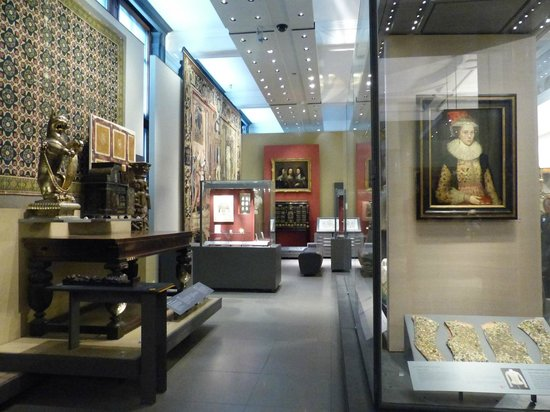V&A  - Victoria and Albert Museum: 'Great Bed of Wares' - at the V&A