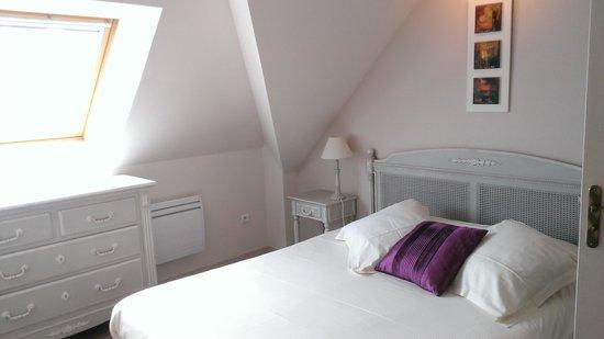 La Closerie Honfleur: Master bedroom