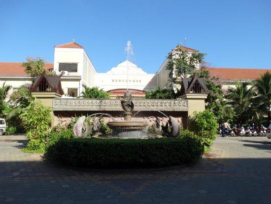 Prince D'Angkor Hotel & Spa : ホテル全景