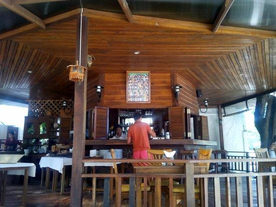 Green Papaya Resort : Restaurante y bar, donde sirven el desayuno.