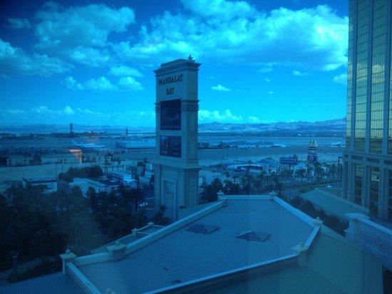 Mandalay Bay Resort & Casino : strip/airport view