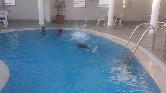 Avari Hotel Apartments Al Barsha: Rooftop Pool
