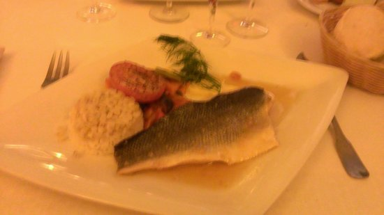 Le Pommier Restaurant: Seabass with ginger (sorry for the blurry image!)