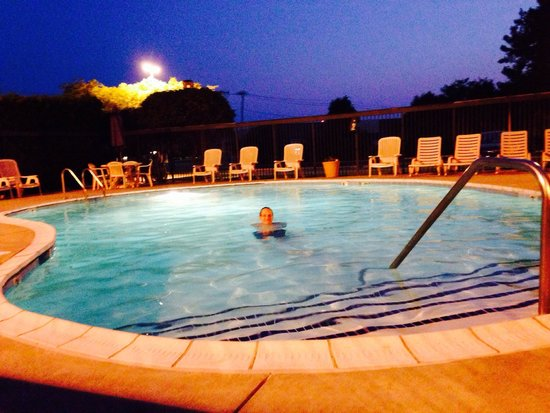 Hampton Inn Toledo South Maumee : The outdoor pool is a nice advantage of this hotel (there's also an even bigger indoor pool just