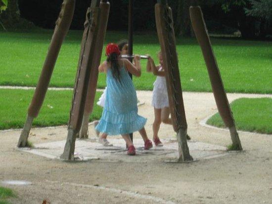 Le Chateau du Clos Luce - Parc Leonardo da Vinci: Les enfants exprimentent certaines inventions