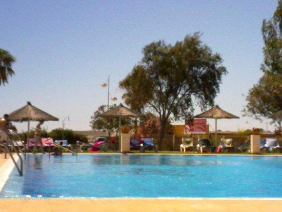 Hotel Puertobahía & Spa: La piscina del hotel