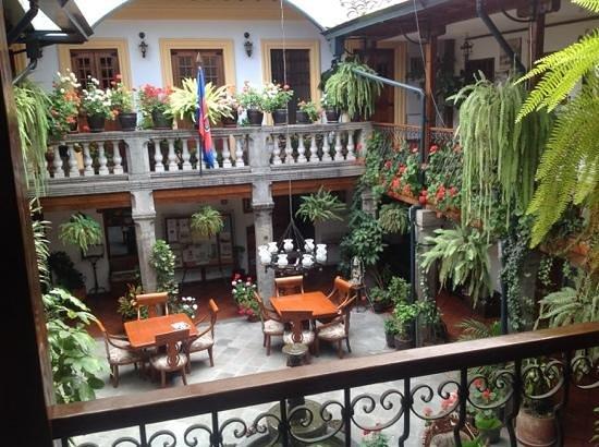 Hotel San Francisco de Quito : courtyard at San Francisco de Quito