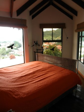 Orosi Lodge : Upstairs bedroom of the chalet, with a view over the town