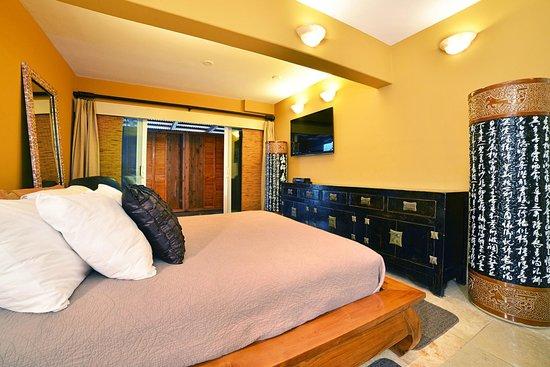 Tiki Moon Villas: Deluxe 1 Bedroom Ocean Front: Ocean Sun suite