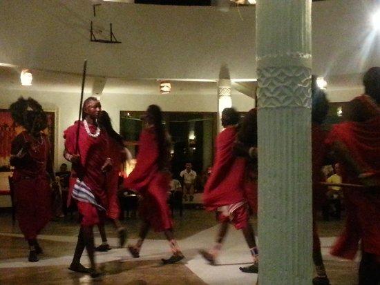 Jacaranda Beach Resort : spettacolo Masai