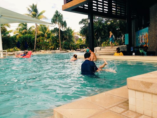 Radisson Blu Resort Fiji Denarau Island: Children's pool/Family pool next to bar