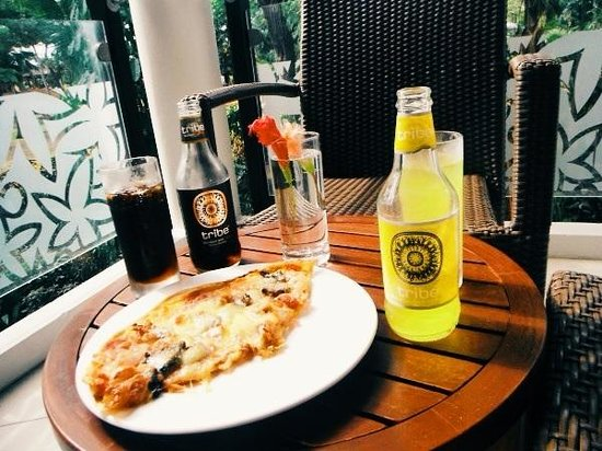 Radisson Blu Resort Fiji Denarau Island: Dining in  - neptunes pizza